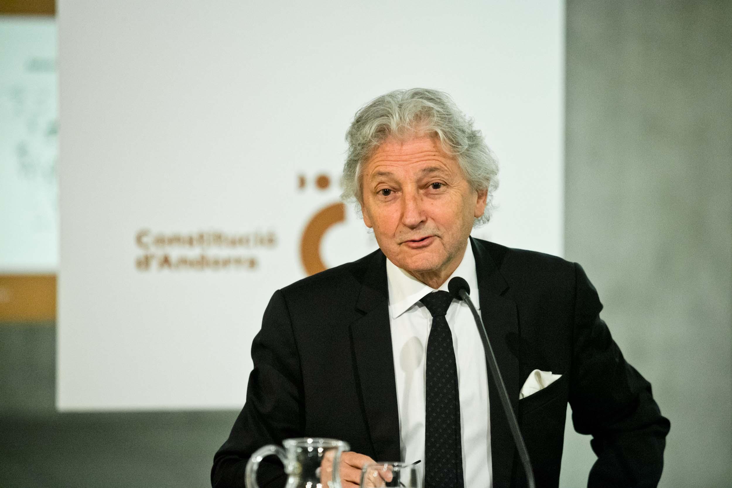Rousseau pronuncia la conferència 'Els drets humans contra la democràcia?'